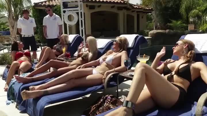 Порно фильм «Клуб Хищных Жен» (Cabana Cougar Club) с русским переводом